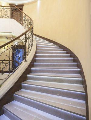 Podświetlenie schodów taśmą LED