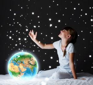 Gwiezdne niebo w pokoju dziecka. Gwieździste niebo z diodami LED.