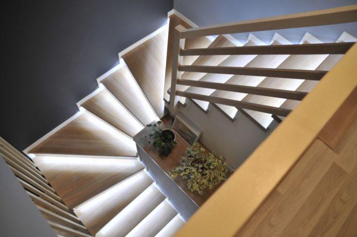 smartLEDs - Inteligentne schody zakręcane podświetlone taśmą LED