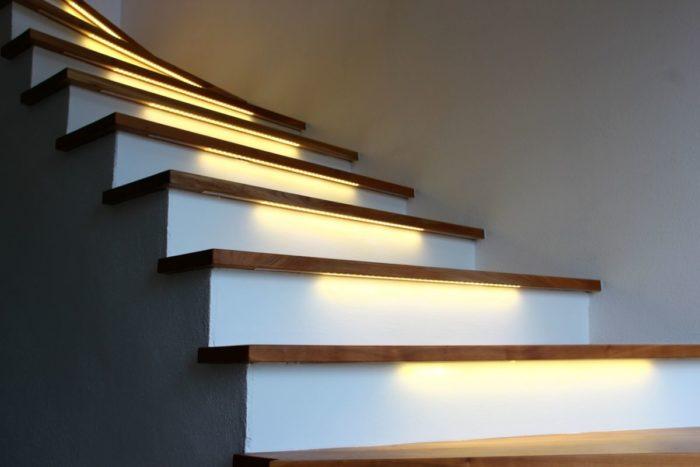smartLEDs - Oświetlenie schodów - Podświetlenie stopni schodów taśmą LED - kolor biały
