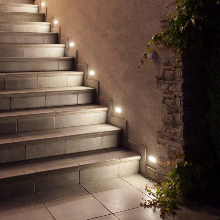 smartLEDs - Luksusowe kamienne schody - Delikatne boczne podświetlenie LED schodów