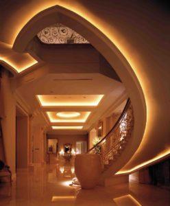 Eleganckie oświetlenie LED hallu.