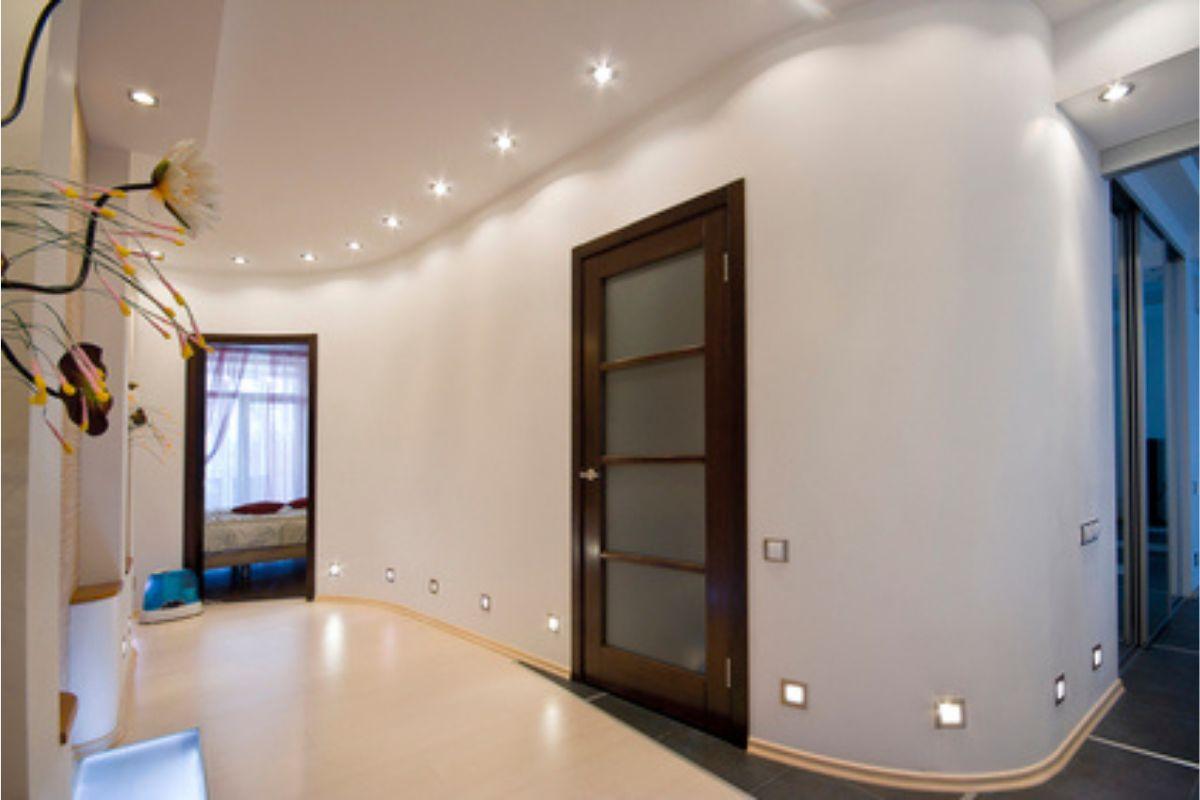 Eleganckie oświetlenie LED hallu