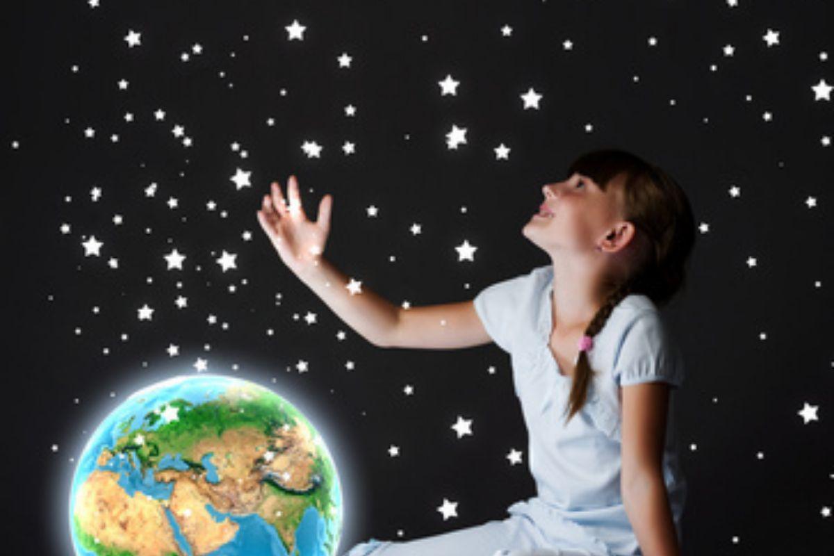 Gwieździste niebo LED w pokoju dziecka