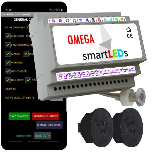 """Zestaw schodowy do oświetlenia LED """"Inteligentne schody z aplikacją na smartfon"""". Sterownik schodowy smartLEDs OMEGA z czujnikiem zmierzchu + 2 schodowe czujniki ruchu ALFA (czarne okrągłe)."""